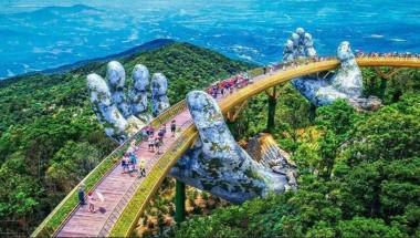 """""""Cảm nắng"""" cây cầu có bàn tay khổng lồ tại Đà Nẵng"""