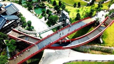 Cầu Koi đỏ rực - phong cách Nhật ở Hạ Long