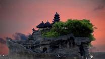 Du lịch Bali – Ngôi đền Tanah Lot độc nhất vô vị giữa biển khởi